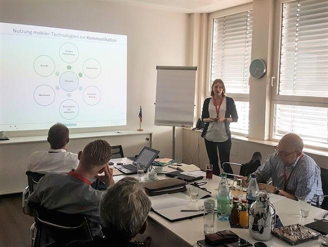 Sabrina Frohn (ifib) präsentiert die Zwischenergebnisse der Interviewauswertung